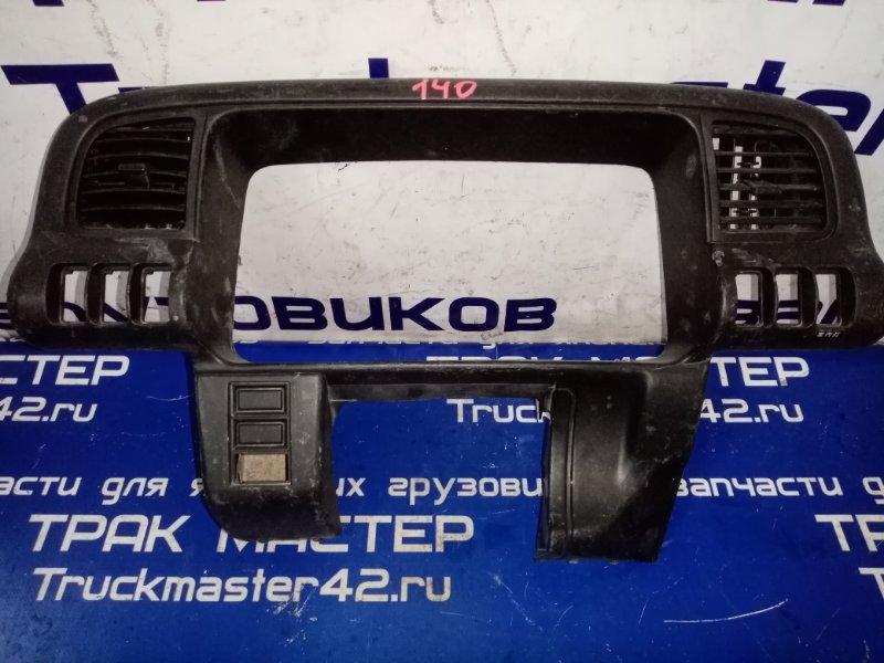 Консоль панели приборов Isuzu Elf NPR81 4HF1 2005 передний
