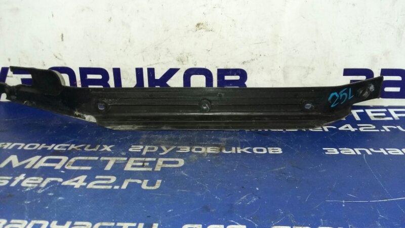 Накладка на порог Nissan Diesel MK210G FE6 1998 левая