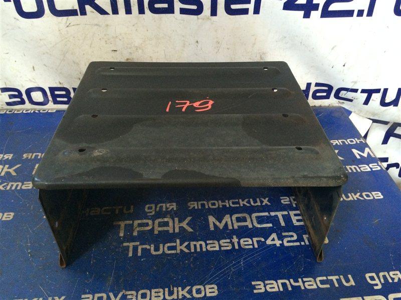 Крышка аккумулятора Isuzu Forward FRR34L 6HK1 2006
