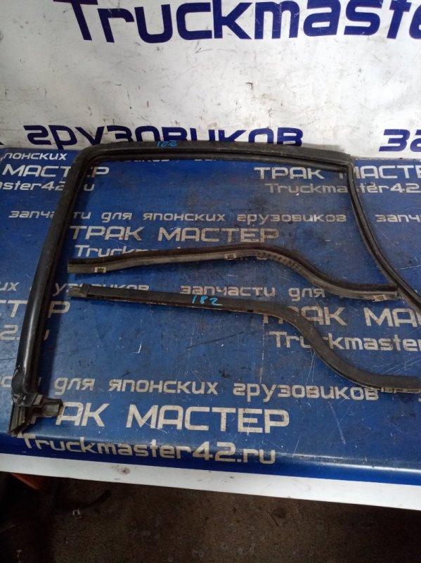 Уплотнительная резинка Hino Profia FS4FZH F21C 2001 передняя правая