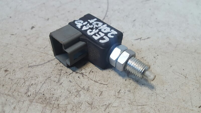 Выключатель стоп сигнала лягушка заднего тормоза Kia Cerato 2 TD G4FC 1.6Л 2010