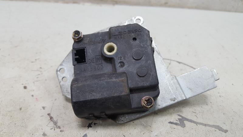 Моторчик заслонки печки Mercedes Ml430 W163 M113.942 1999