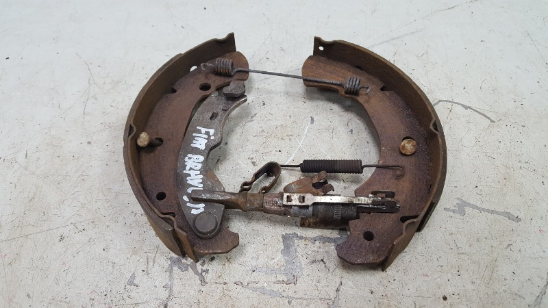 Механизм развода колодок ручника Fiat Bravo 188A5.000 1998 левый