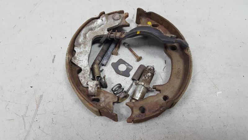 Механизм развода колодок ручника Kia Cerato 1 LD G4FC 2007