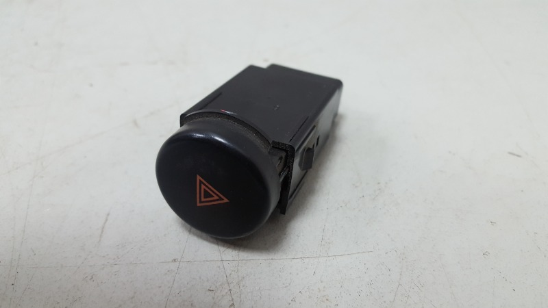 Кнопка аварийного сигнала Ssangyong Chairman HT M104.992 1997