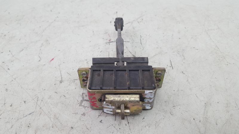 Ограничитель двери Mercedes E230 W210 M111.970 1995