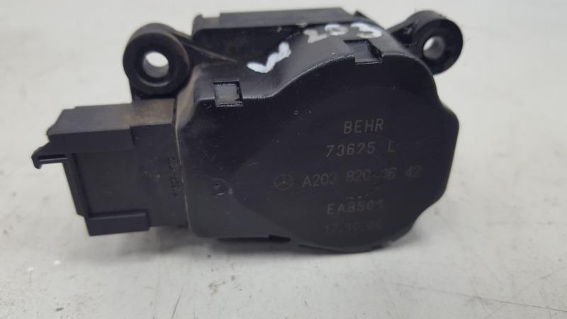 Моторчик заслонки печки Mercedes C200 Kompressor W203 M111.955 2000