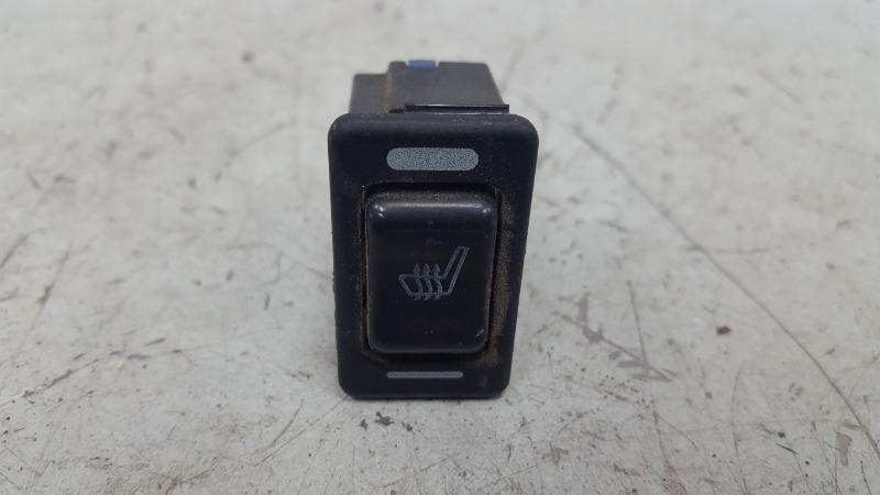 Кнопка обогрева сидений Nissan Primera P10 GA16DS 1992