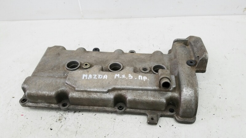 Крышка клапанная головки блока цилиндров гбц Mazda Mx3 правая