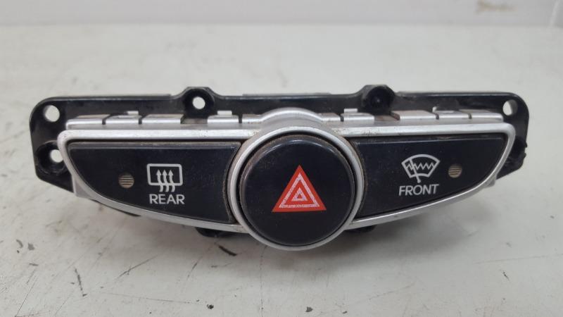 Кнопка аварийного сигнала Hyundai Solaris RB G4FC 1.6Л 2012