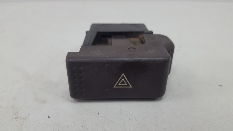 Кнопка аварийного сигнала Audi 80 B2 1.6Л 1982
