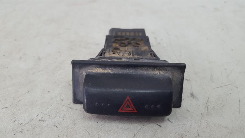 Кнопка аварийного сигнала Mazda Mpv 2