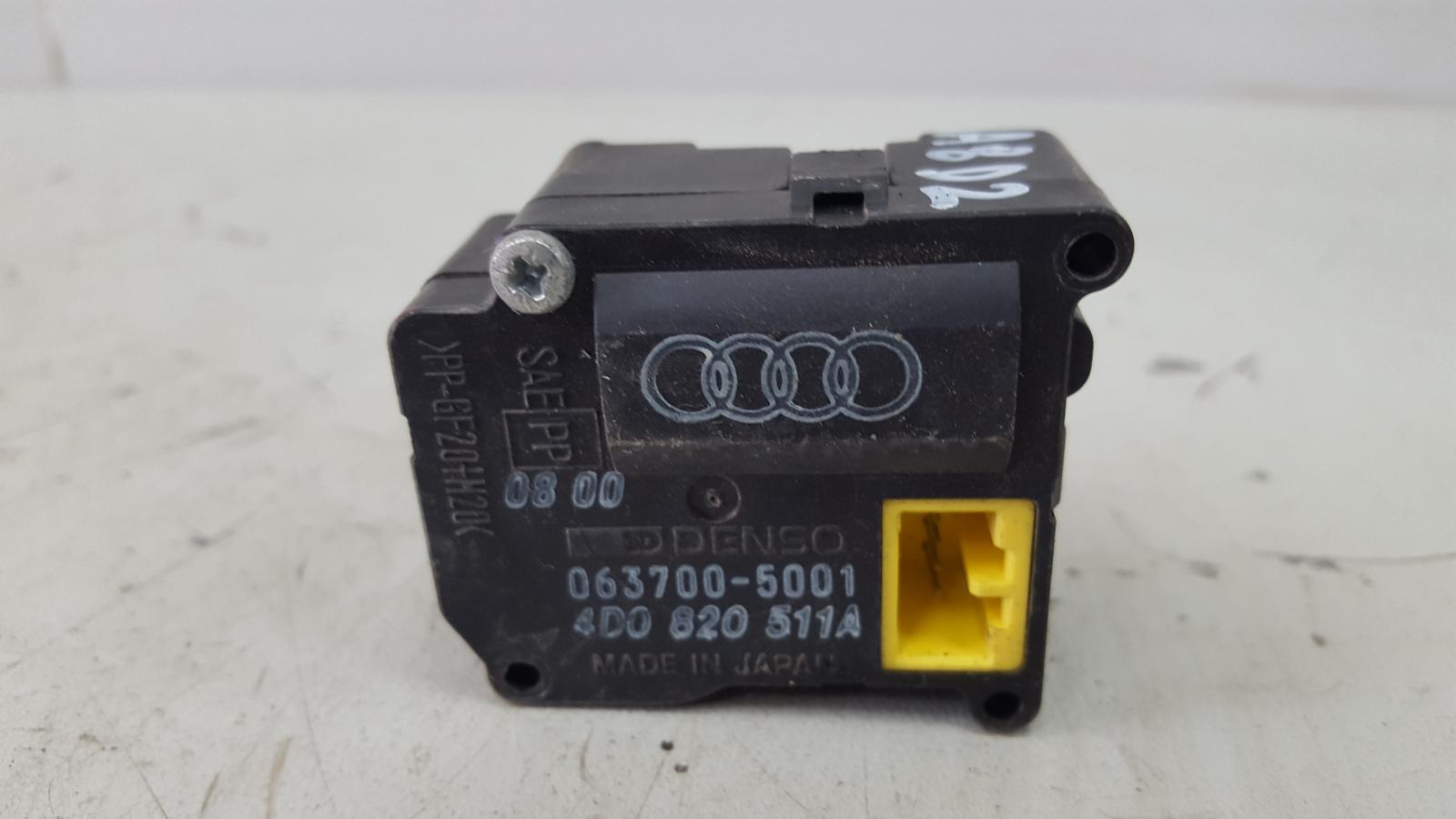 Моторчик заслонки печки Audi A8 D2 AUW 2001