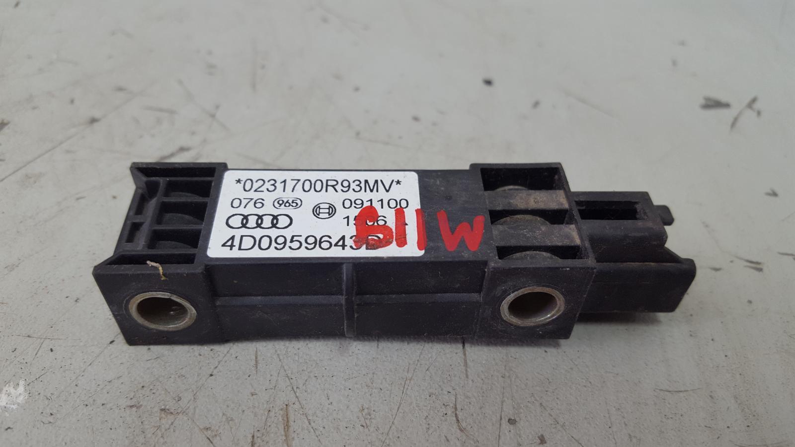 Датчик удара srs airbag Audi A8 D2 AUW 2001