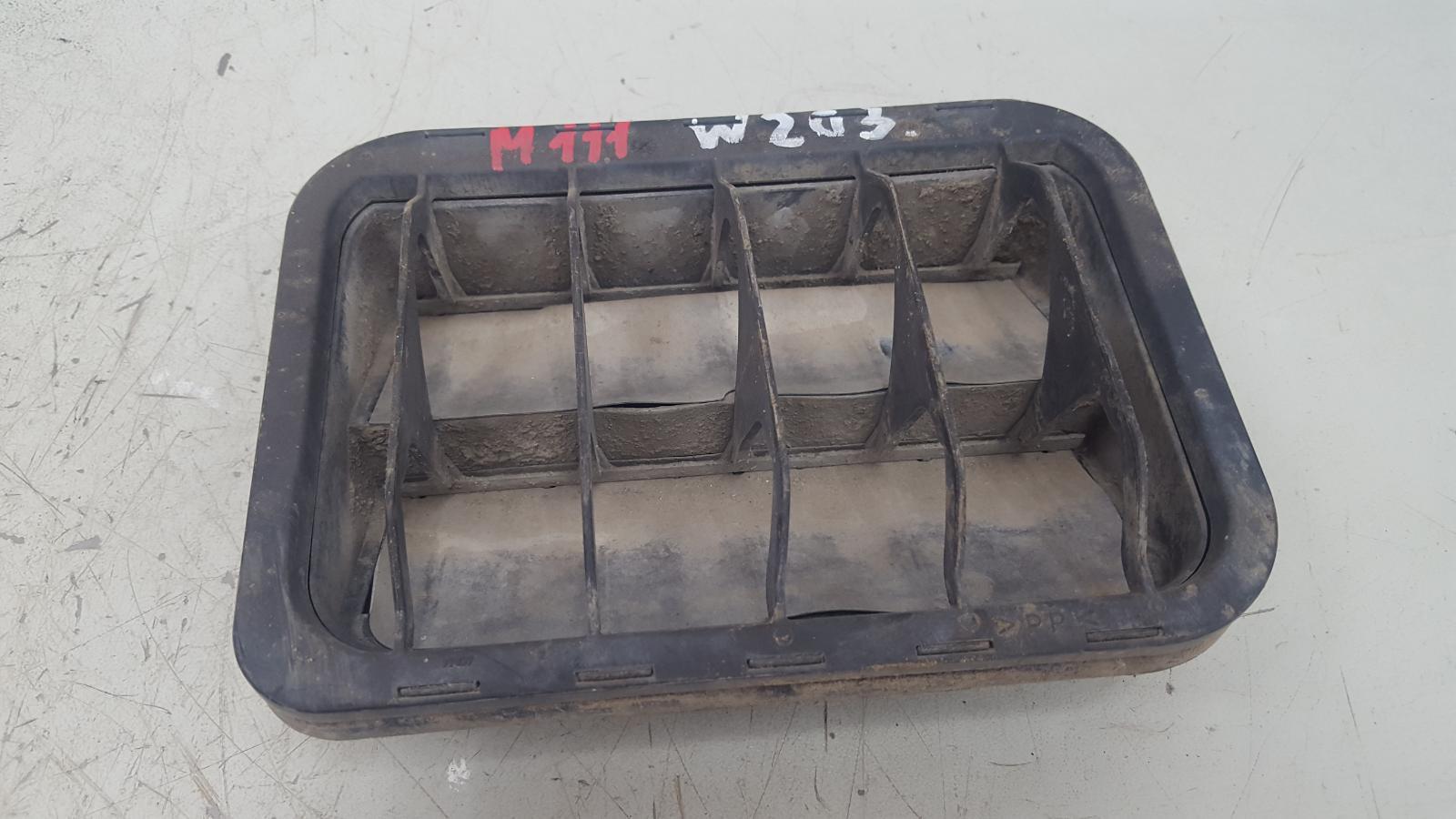 Клапан вентиляции багажника Mercedes C200 Kompressor W203 M111.955 2000