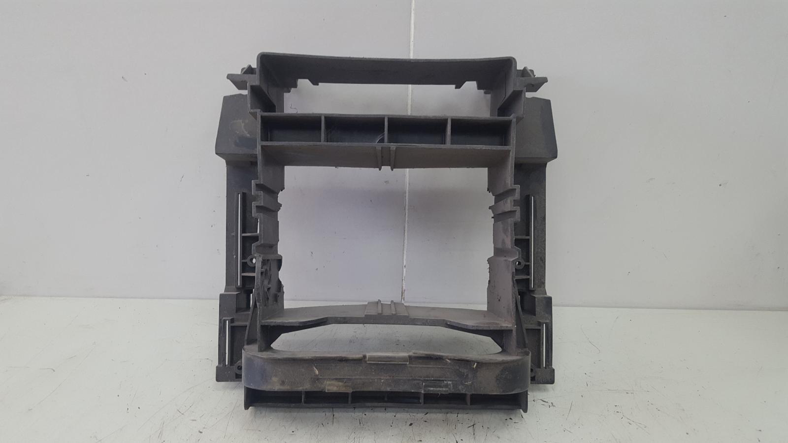 Рамка магнитолы Mercedes C320 W203 M112.946 2000г