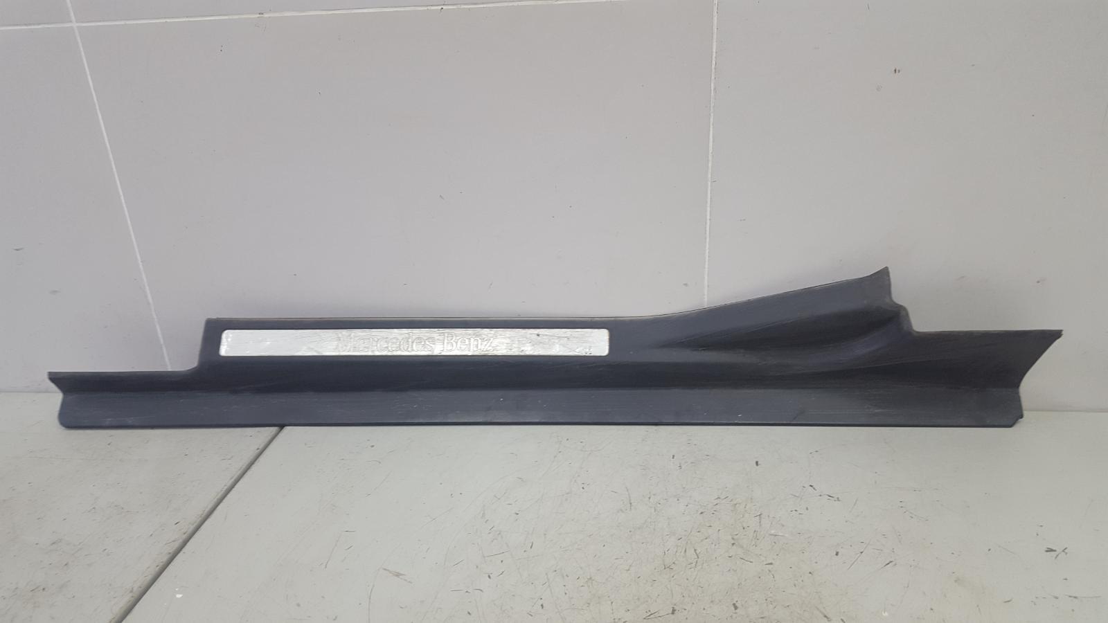 Накладка на порог Mercedes C200 Kompressor W203 M111.955 2000 передняя левая