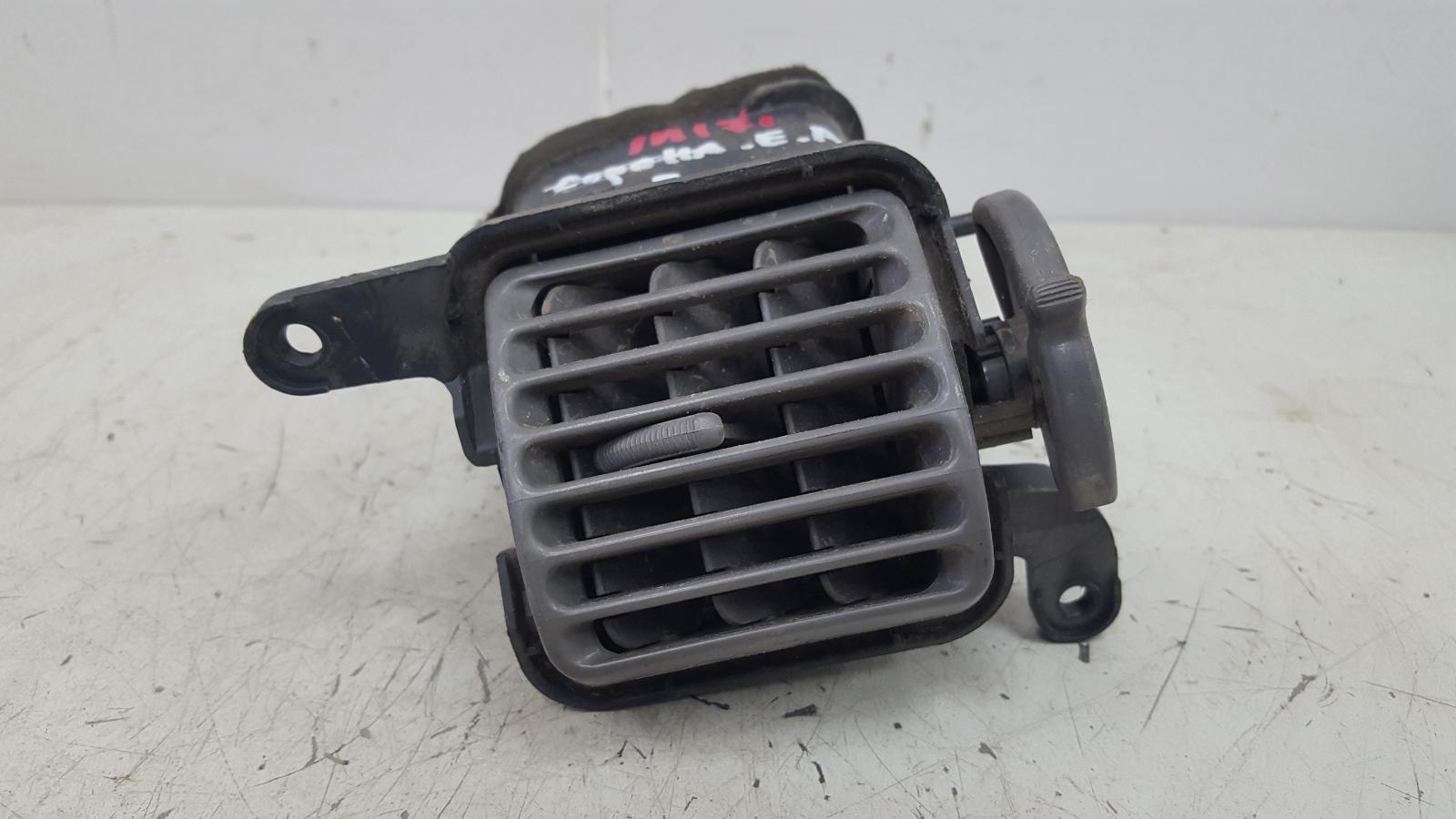 Дефлектор воздушный Toyota Corolla Spacio AE115 7A-FE 1.8Л 1999 правый