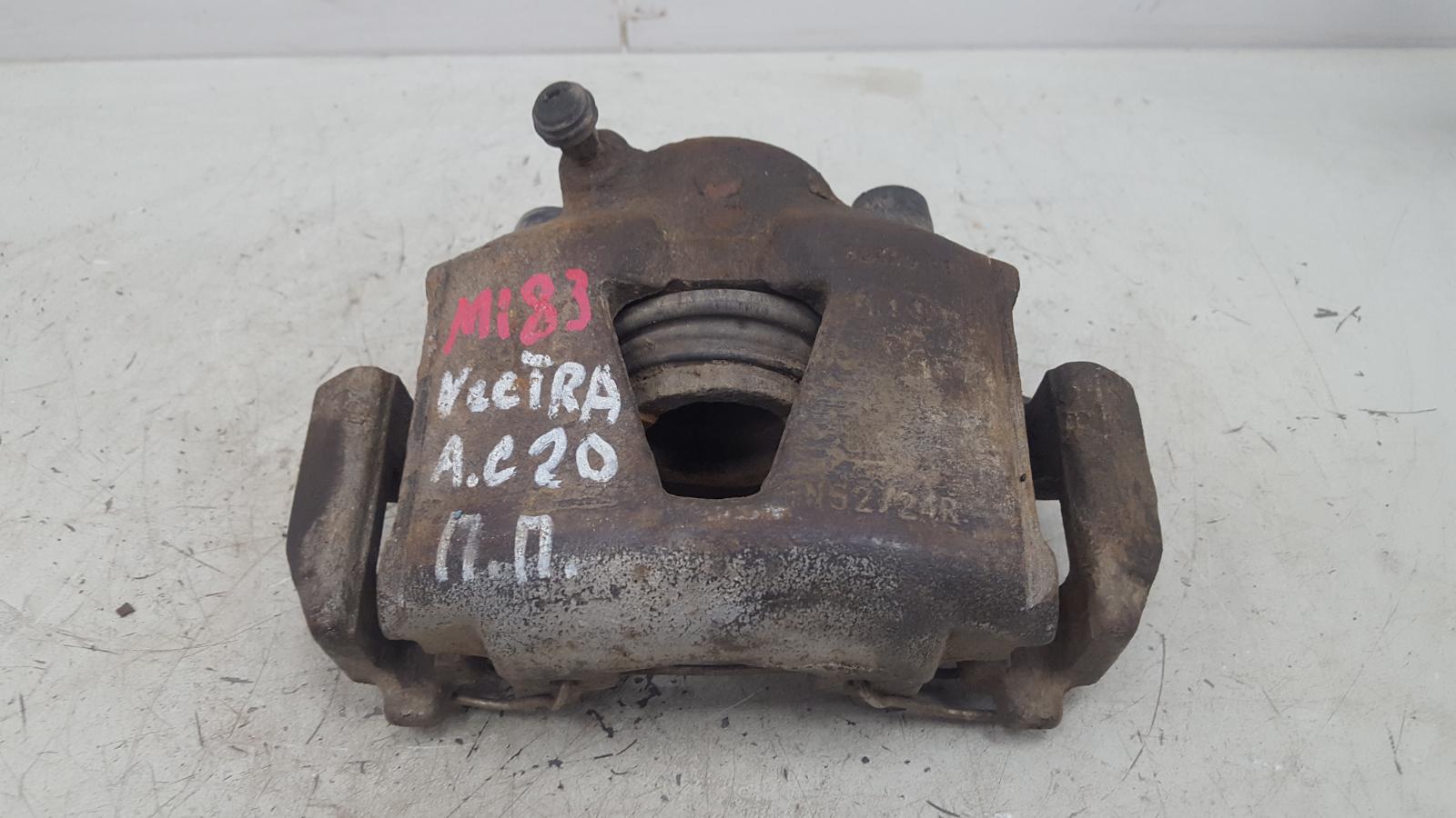 Тормозной суппорт Opel Vectra A C20NE 2.0Л 1993 передний правый