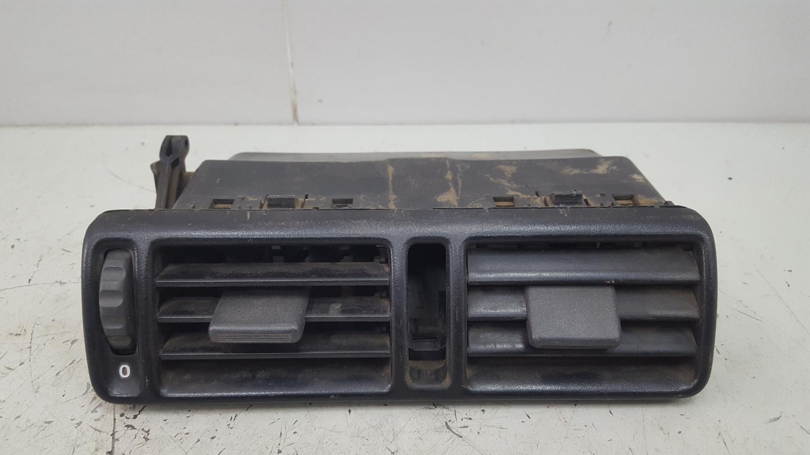 Дефлектор воздушный Opel Vectra A C20NE 2.0Л 1993