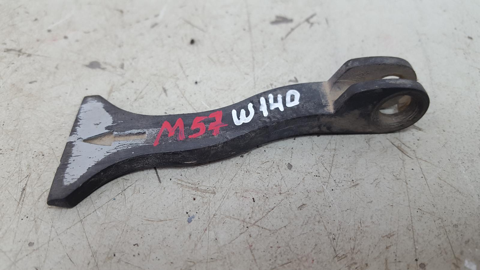 Ручка открывания капота Mercedes S320 W140 M104.994 1995