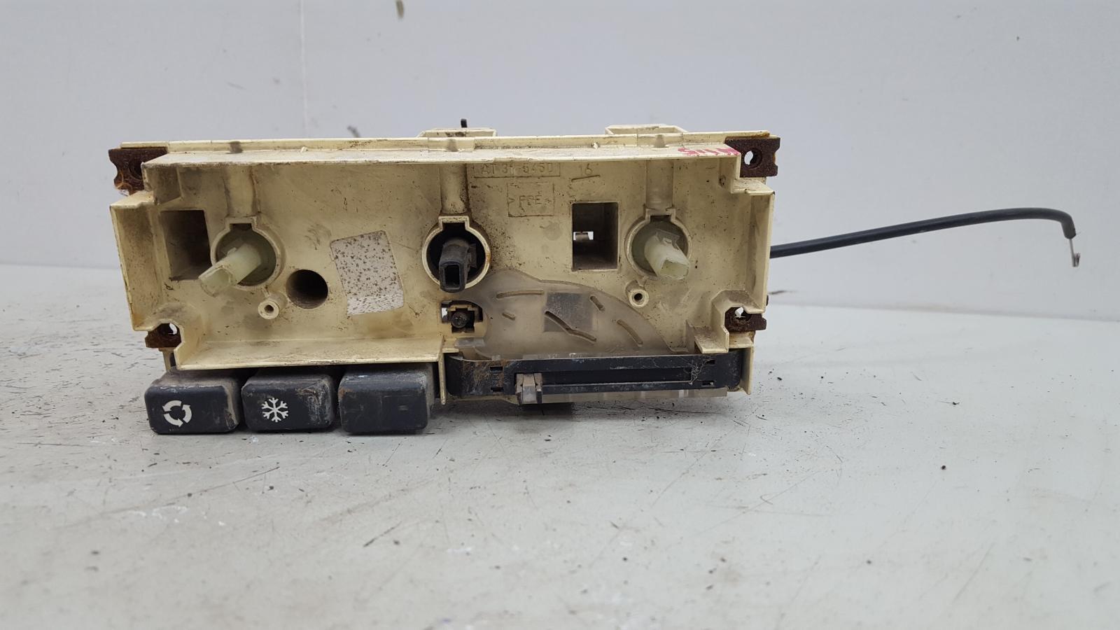 Блок управления климатом печкой отопителем Land Rover Discovery LJ 38D 1995