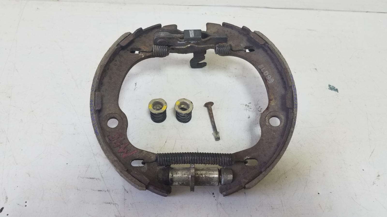 Механизм развода колодок ручника Kia Sportage 2 GE G4GC 2009