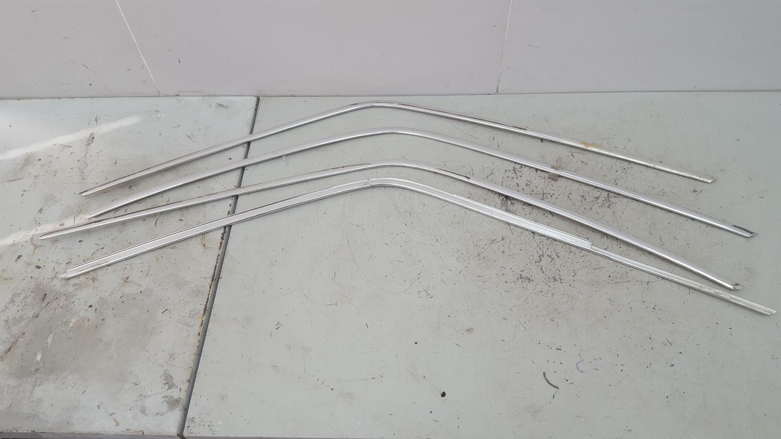 Молдинг стекла Mercedes S280 W126 M110.989 2 1983