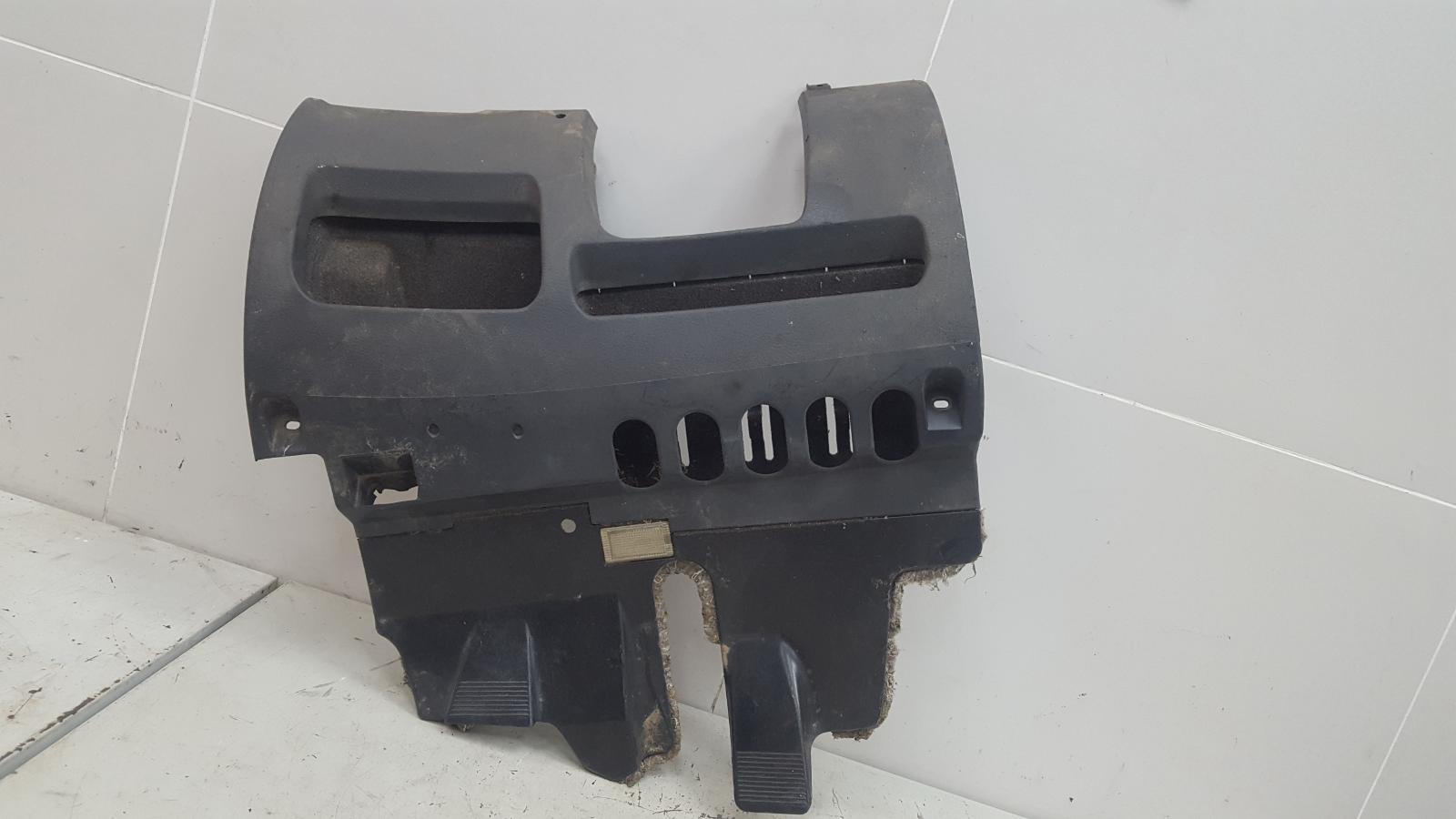 Пластик подрулевой Audi A6 C5 ALF 1998
