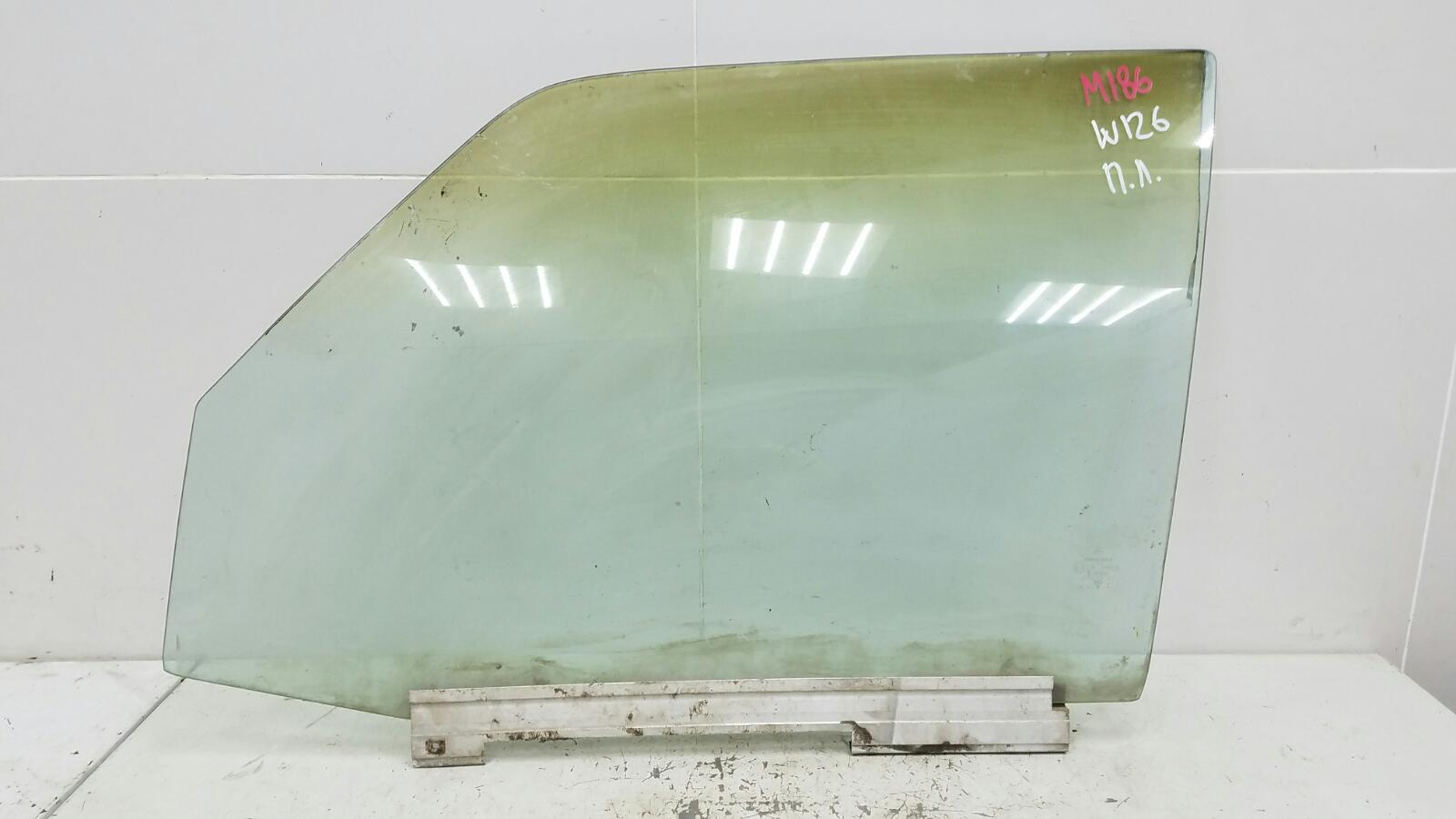 Стекло двери Mercedes S280 W126 M110.989 2 1983 переднее левое