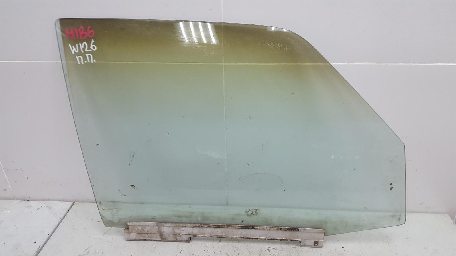 Стекло двери Mercedes S280 W126 M110.989 2 1983 переднее правое