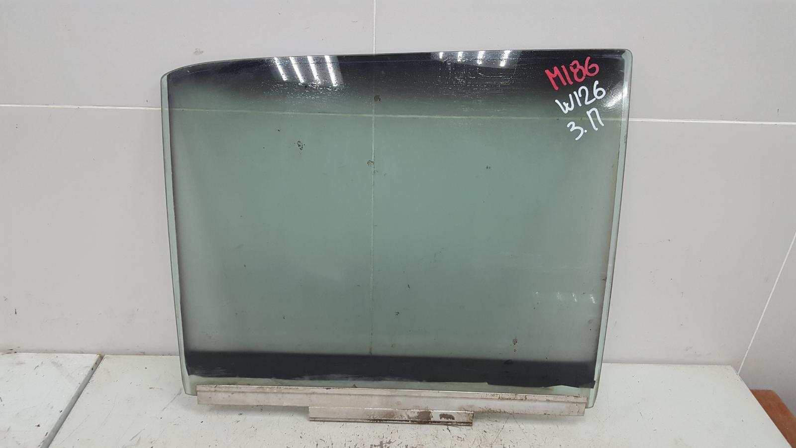 Стекло двери Mercedes S280 W126 M110.989 2 1983 заднее правое