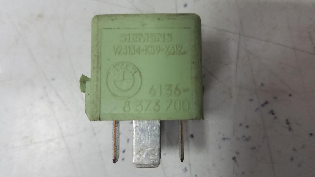 Реле топливного насоса Bmw X5 E53 M62 1999
