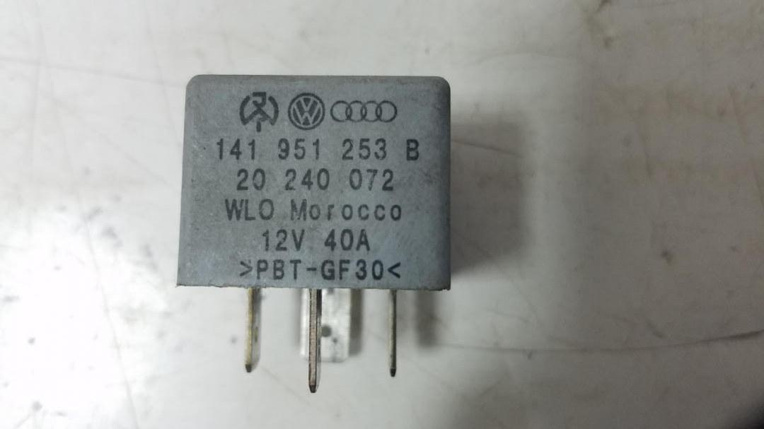Реле включения вентилятора Volkswagen Passat 3B5 ACK 1998г