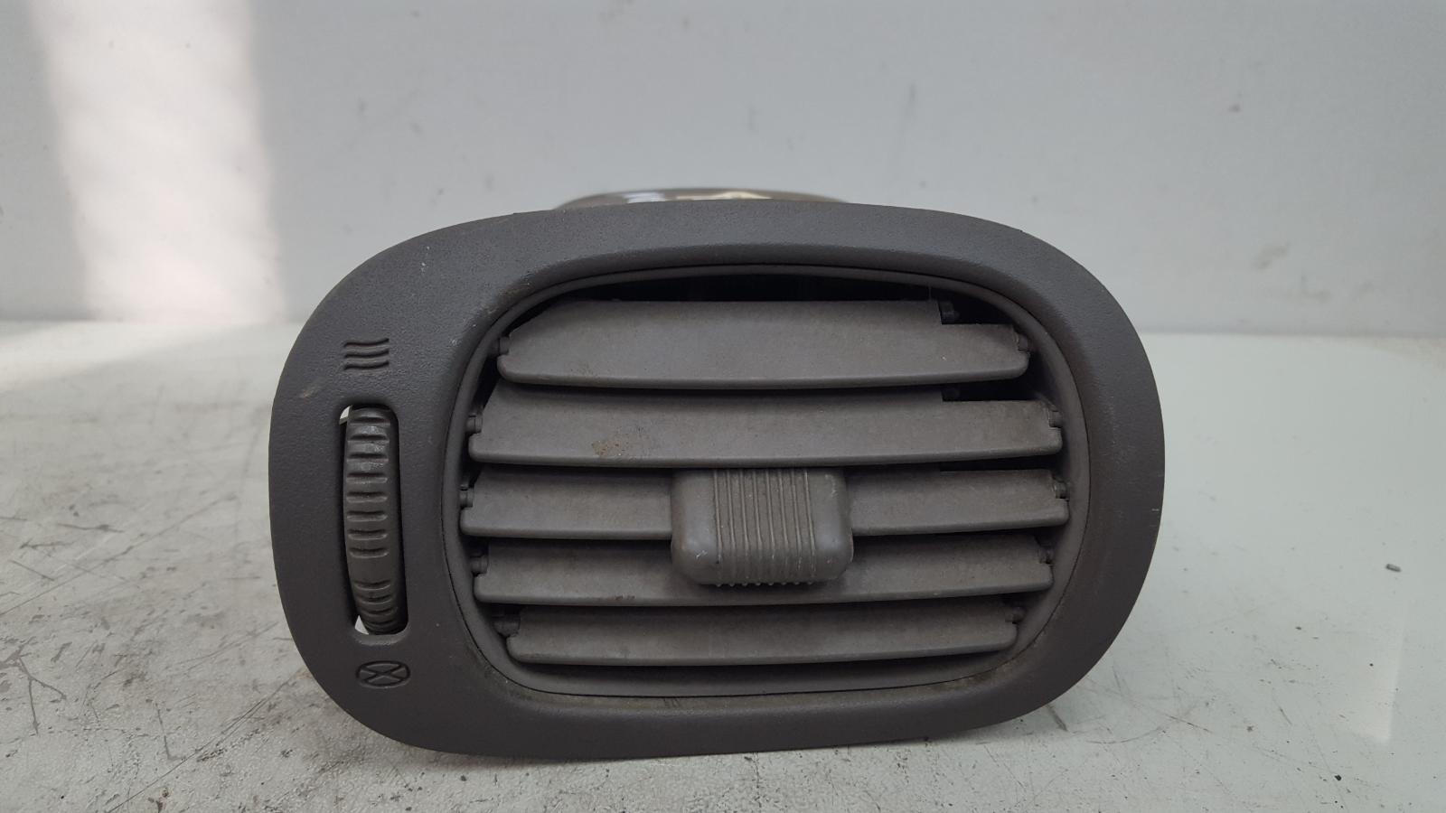 Дефлектор воздушный Dodge Caravan 4 RG EGM 3.3Л 2001 передний левый