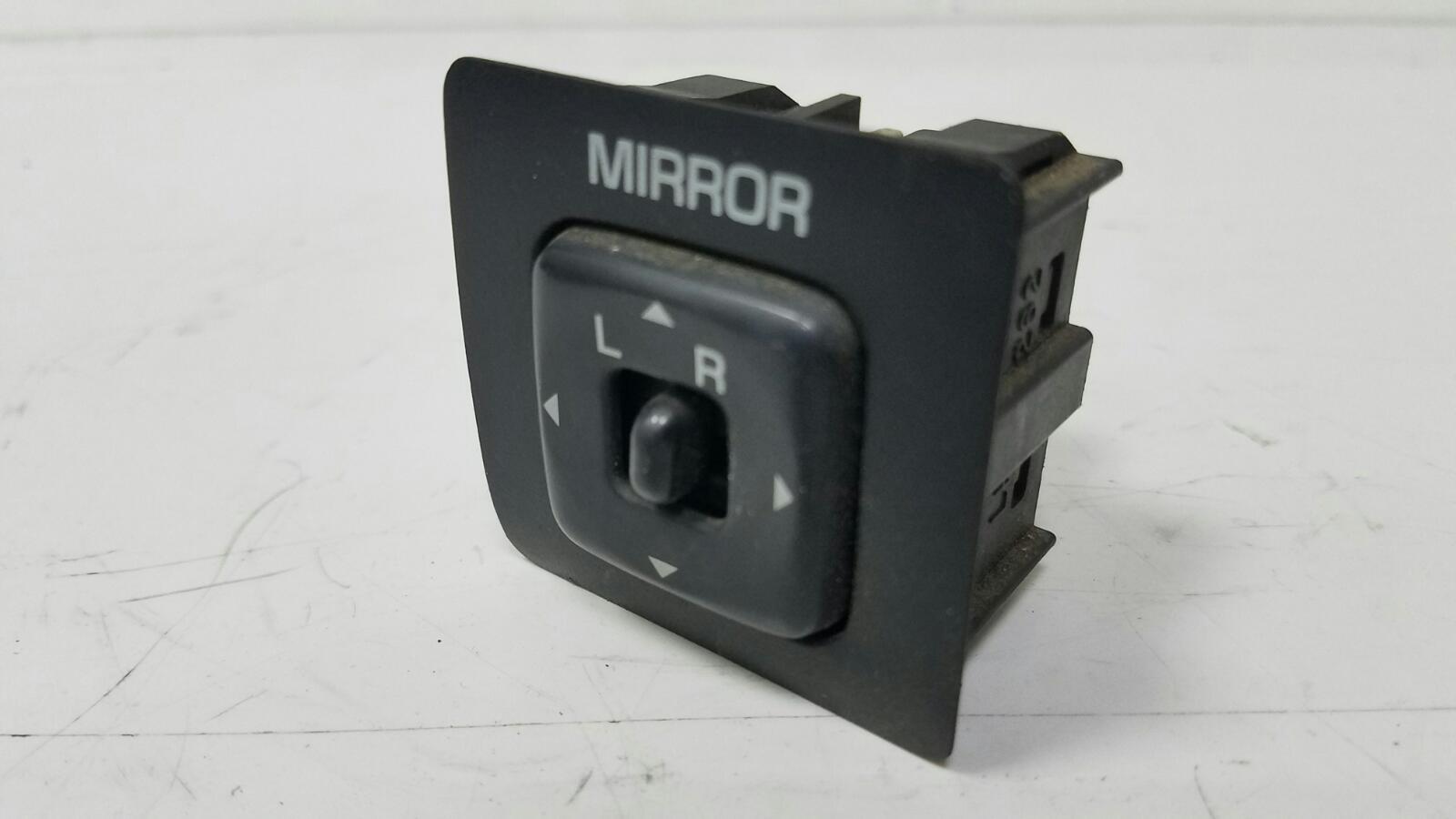Блок управления зеркалами Toyota Camry SXV1 3VZFE 3.0Л 1992