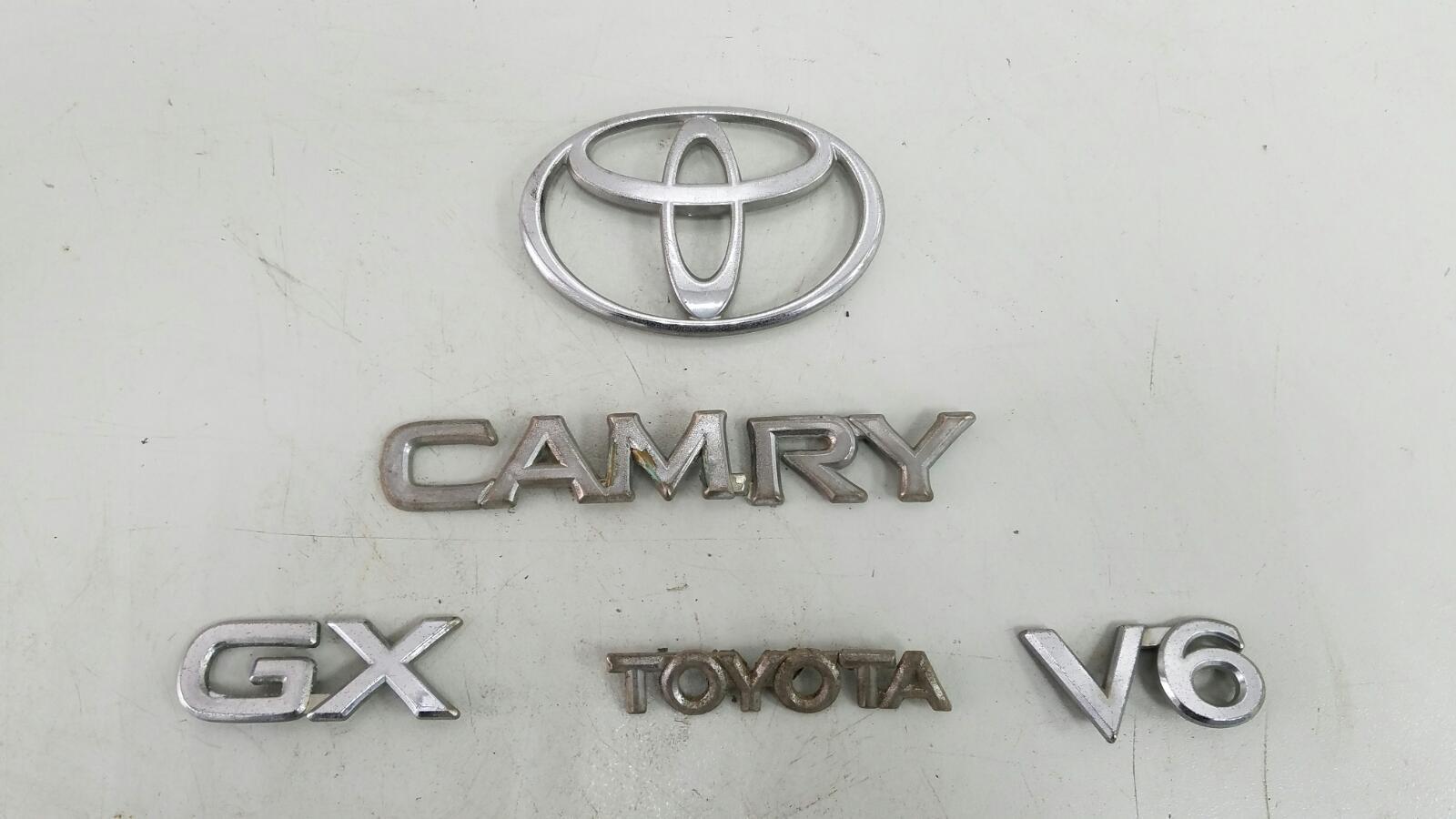 Эмблема Toyota Camry SXV1 3VZFE 3.0Л 1992