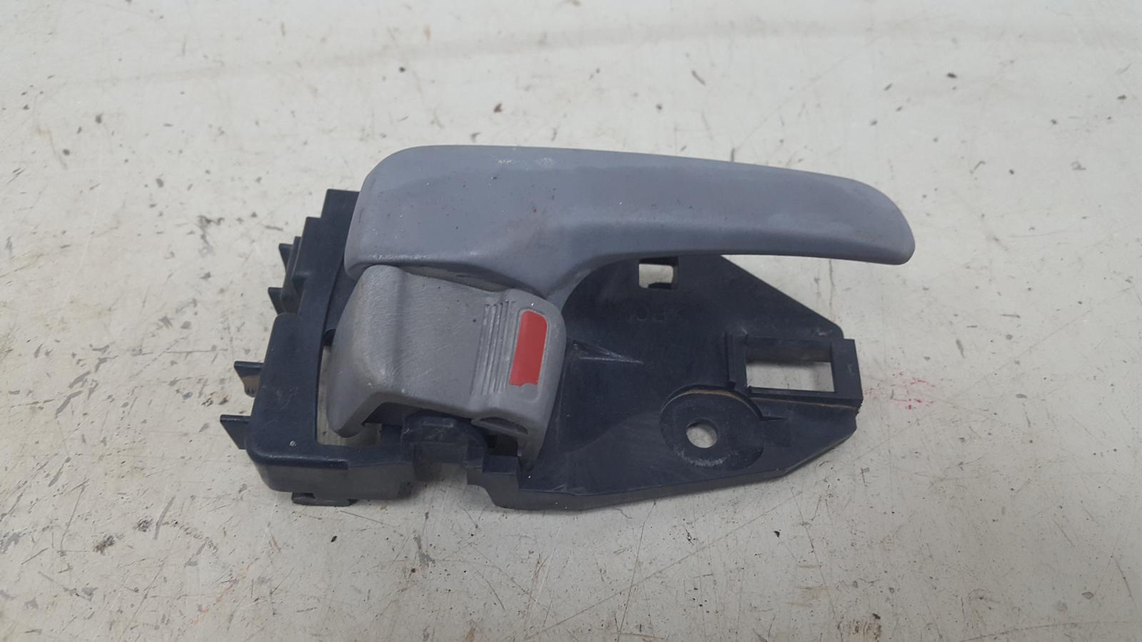 Ручка двери внутренняя Mitsubishi Lanser Cedia CS2A 4G15 2002 передняя правая