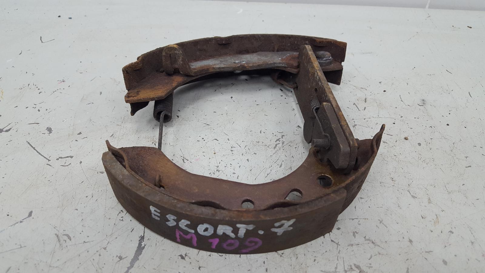 Механизм развода колодок ручника Ford Escort 7 CVH 1997 задний