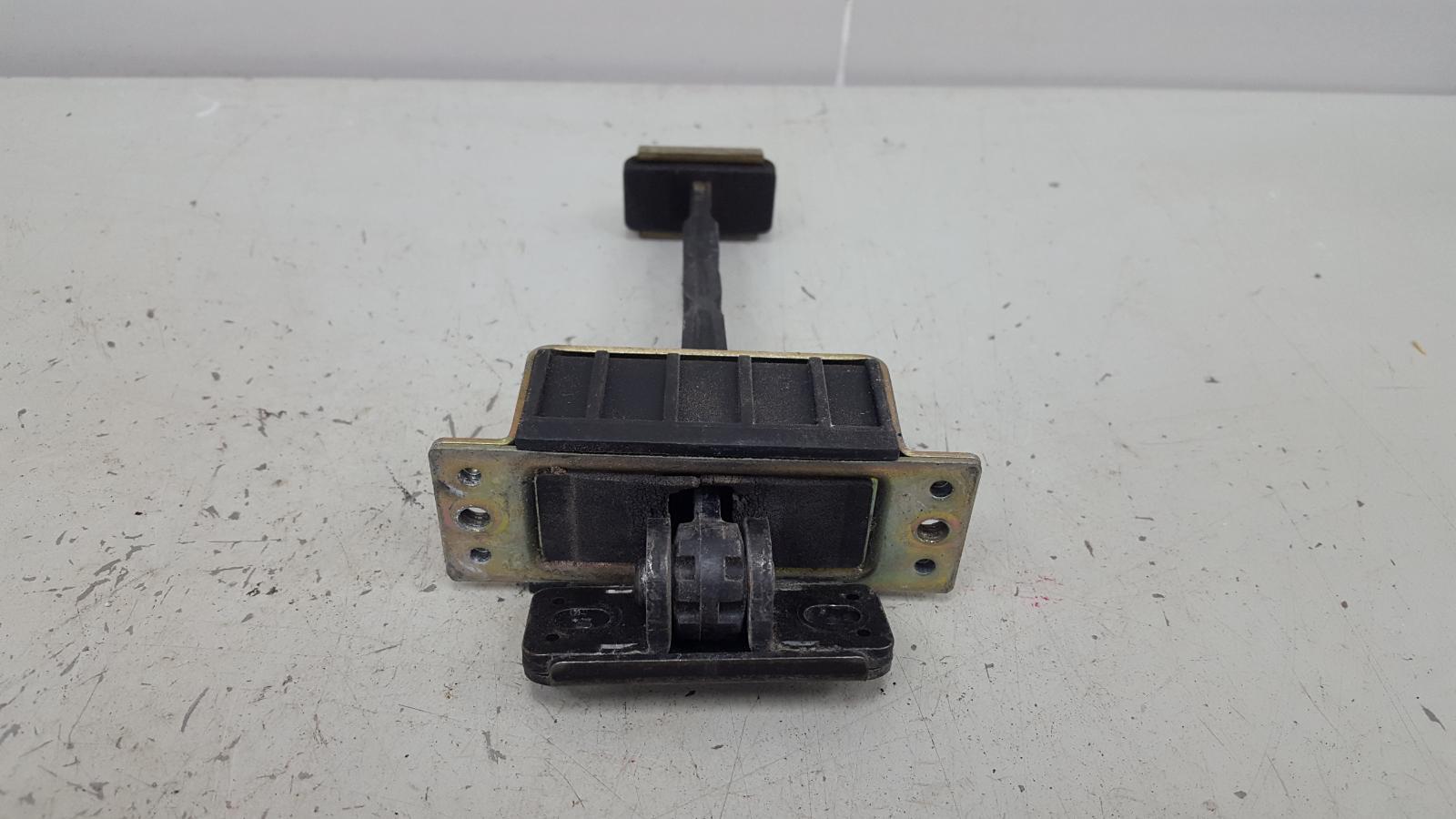 Ограничитель двери Toyota Camry SXV1 3VZFE 3.0Л 1992 передний правый