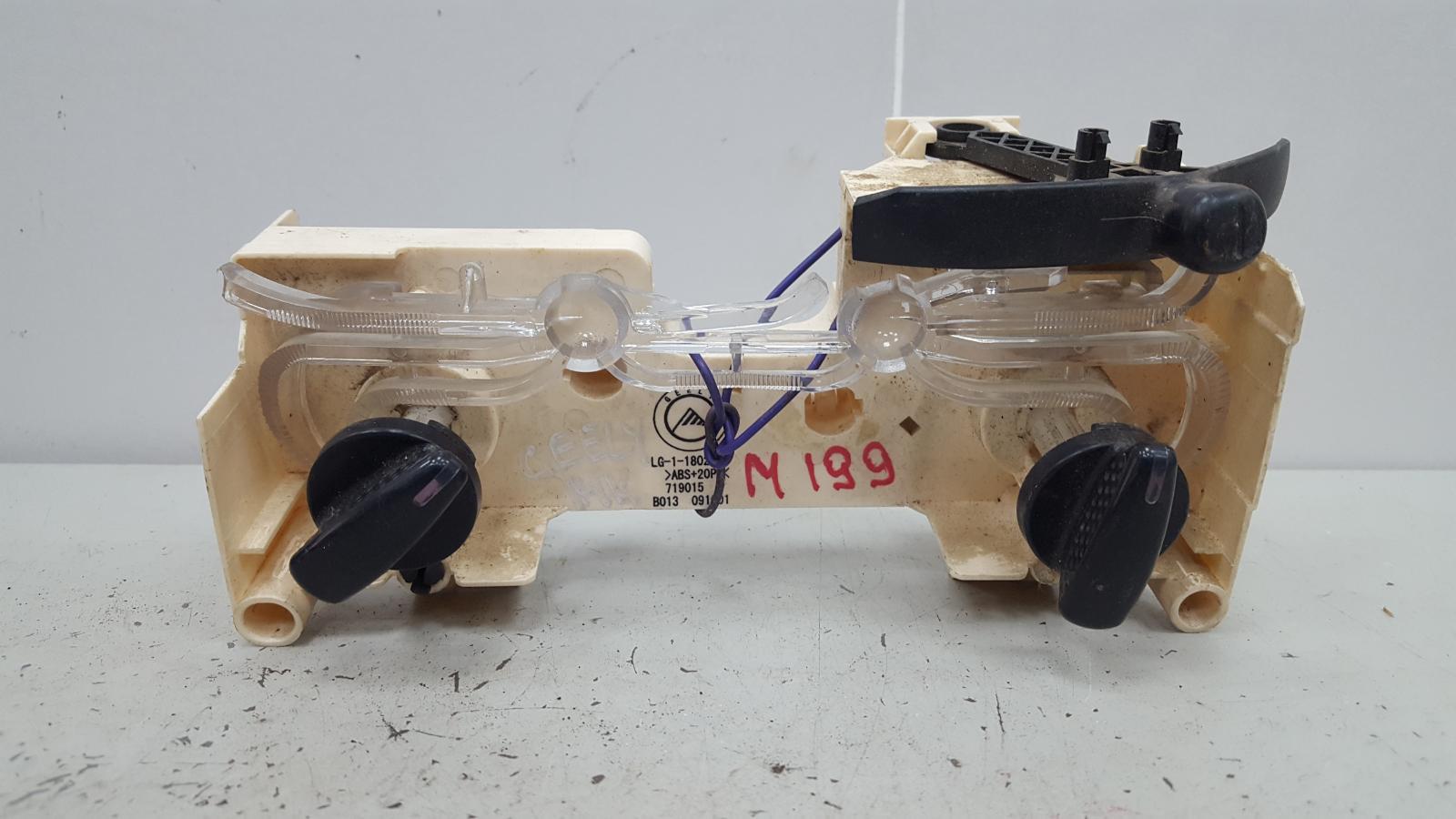 Блок управления климатом печкой отопителем Geely Mk MR479QA 1 2012
