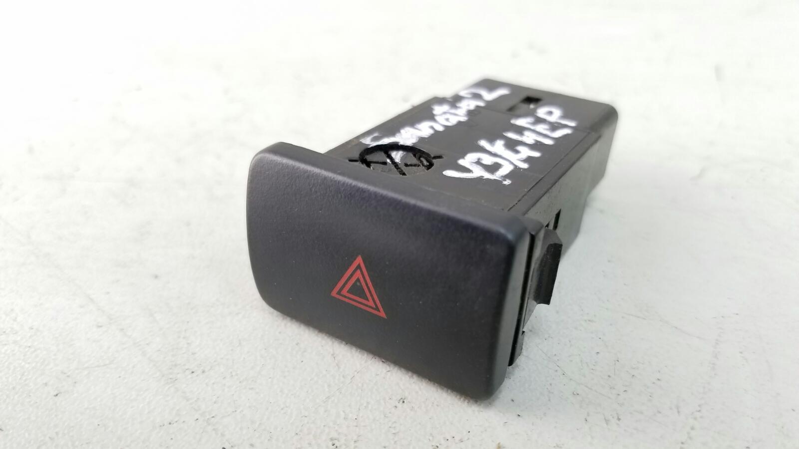 Кнопка аварийного сигнала Hyundai Sonata 2 Y3 G4EP 1998