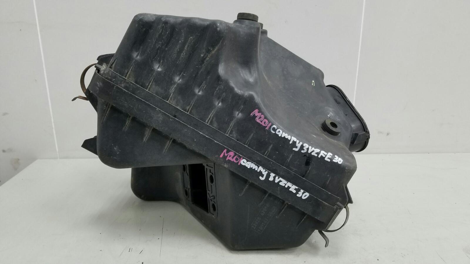 Корпус воздушного фильтра Toyota Camry SXV1 3VZFE 3.0Л 1992