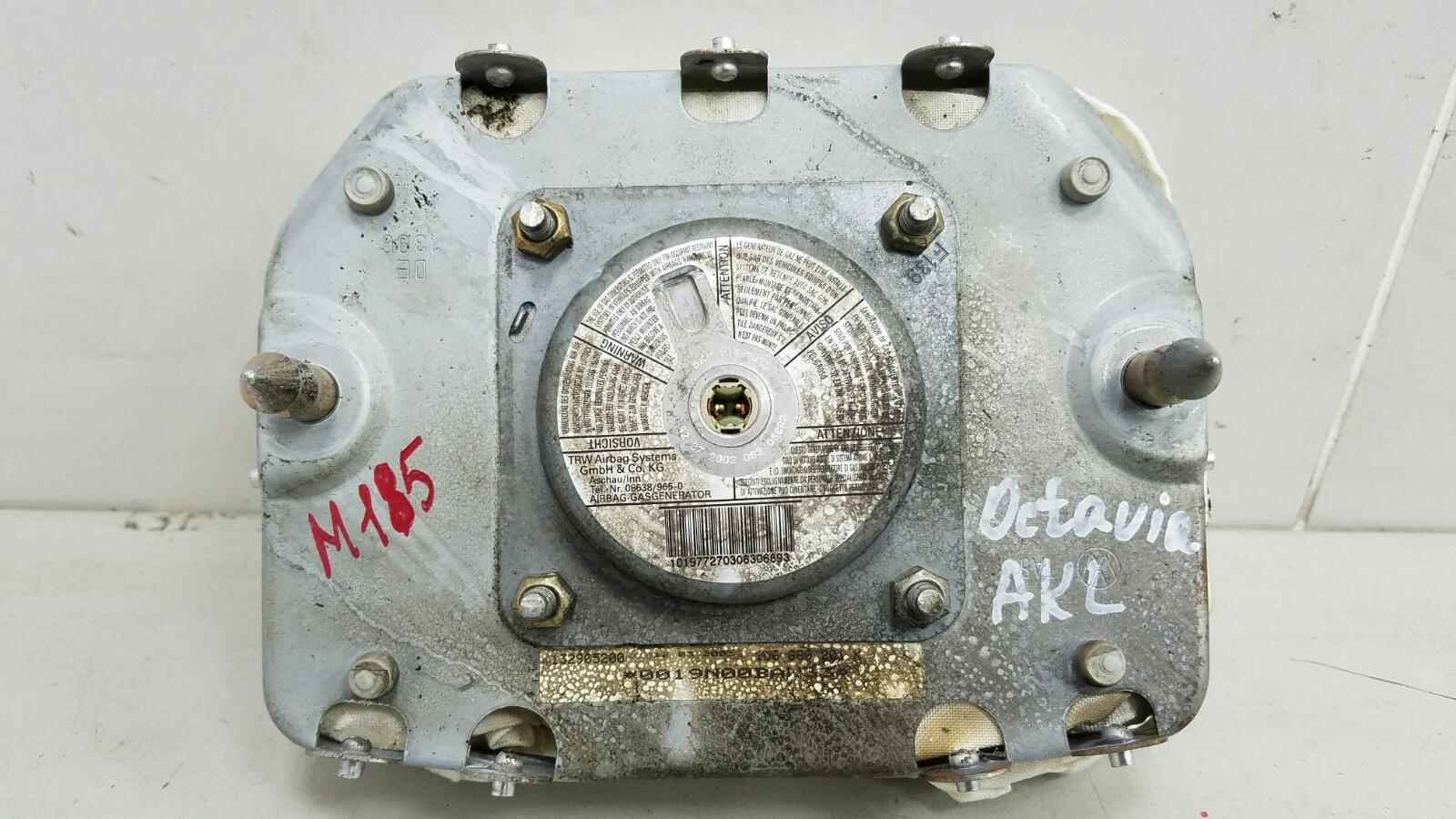 Подушка безопасности водителя srs airbag Skoda Octavia 1U2 AKL 1.6Л 2003