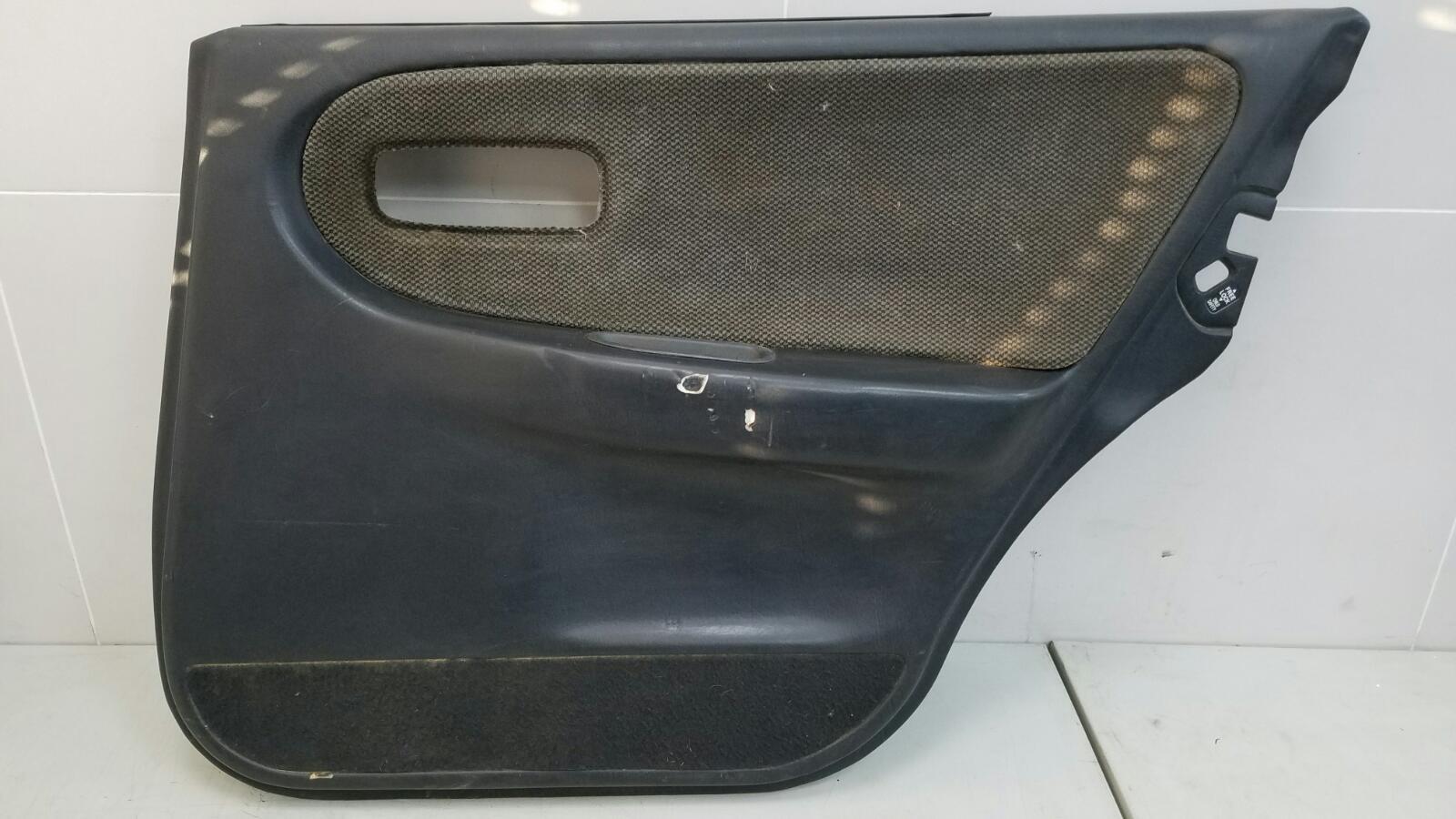 Обшивка карта двери Nissan Primera P10 GA16DS 1992г задняя правая