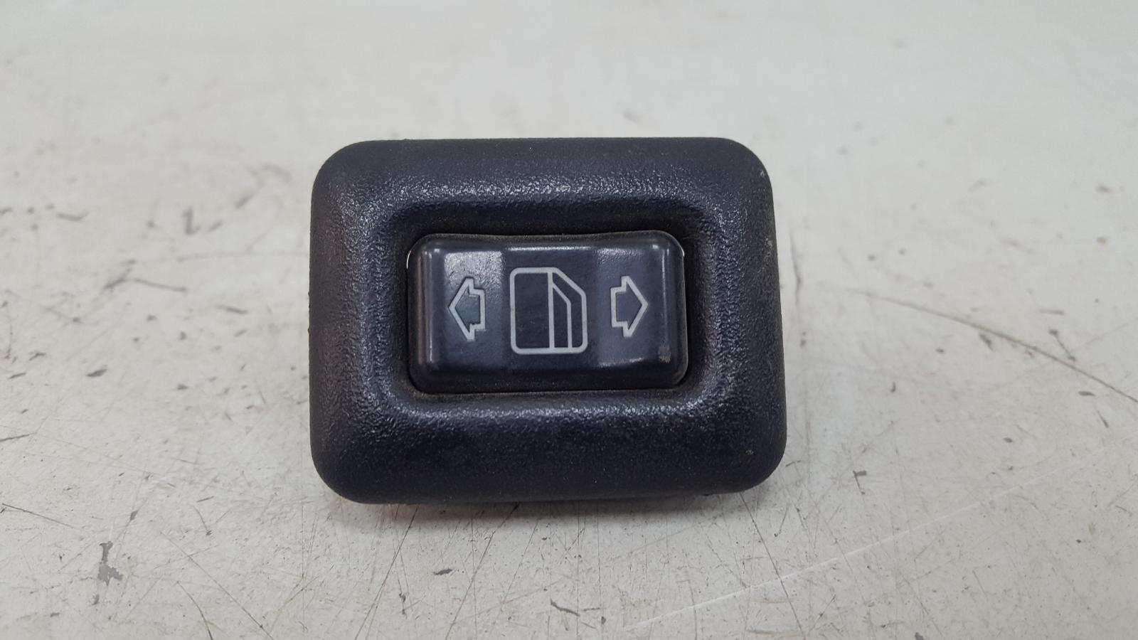 Кнопка стеклоподъемника Mercedes C180 W202 M111.920 1996