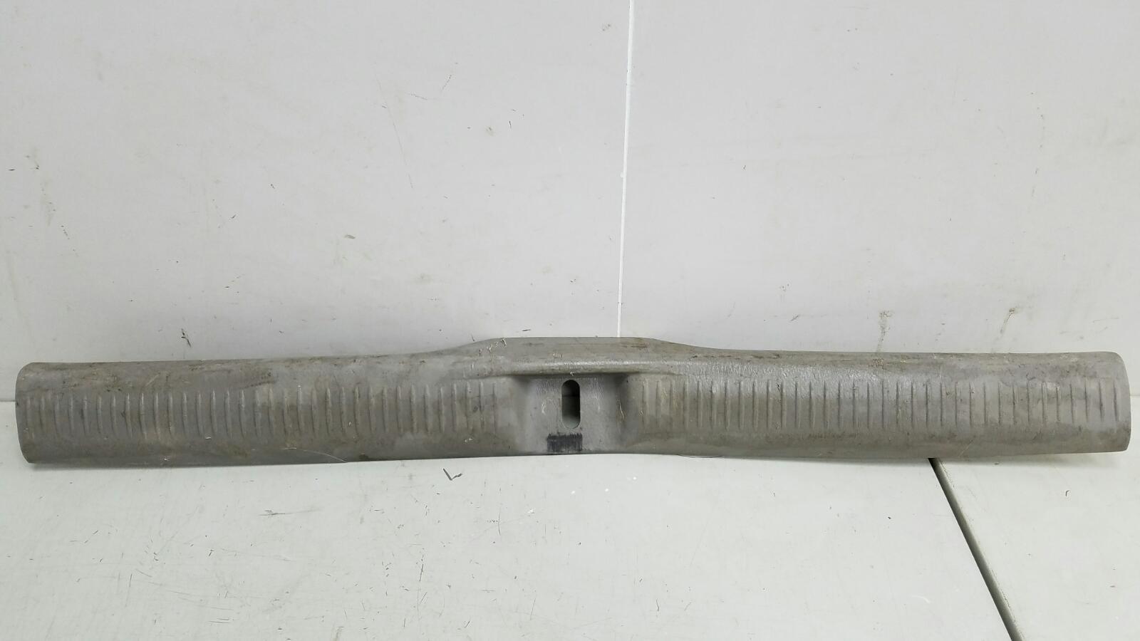 Накладка замка багажника Mazda Mpv 2 JP FS 2003
