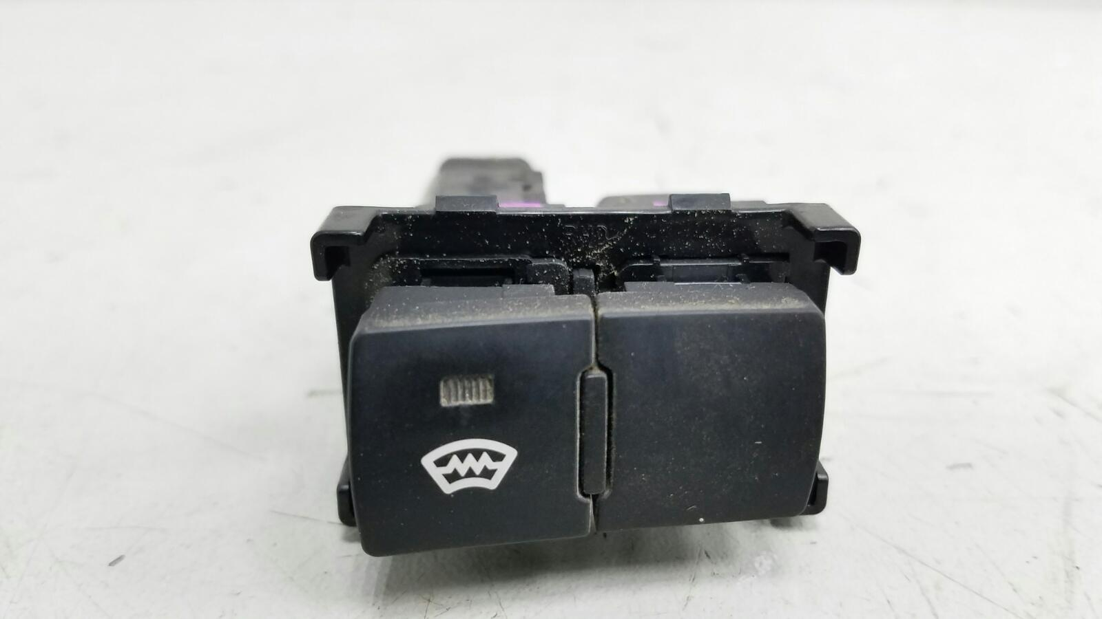 Кнопка обогрева заднего стекла Kia Ceed ED G4FA 2008