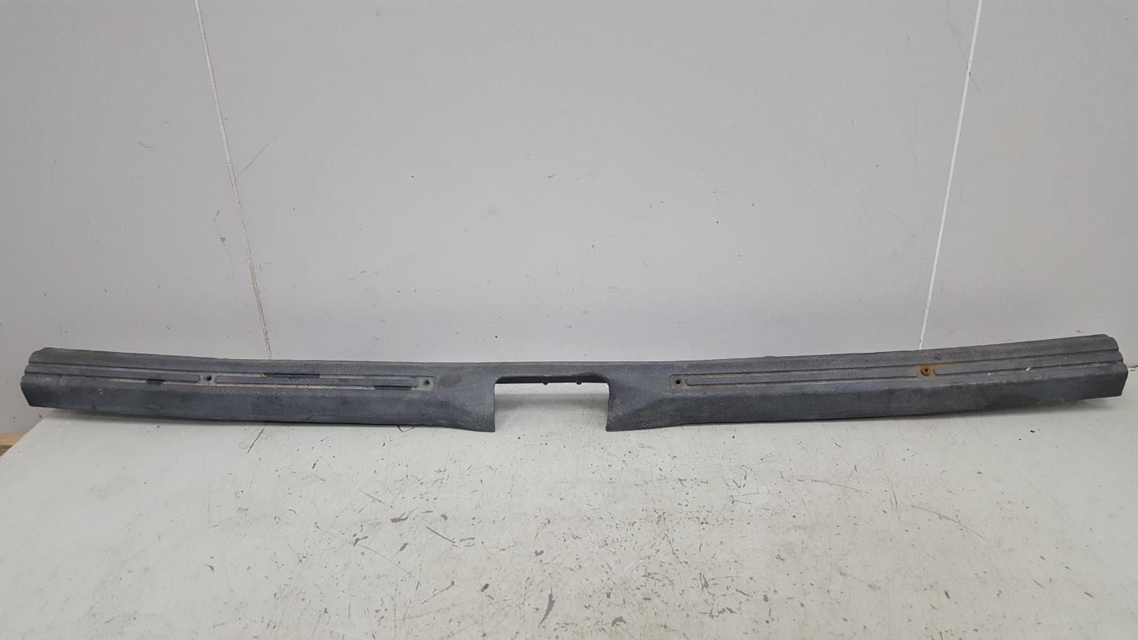 Накладка замка багажника Mercedes C180 W202 M111.920 1996