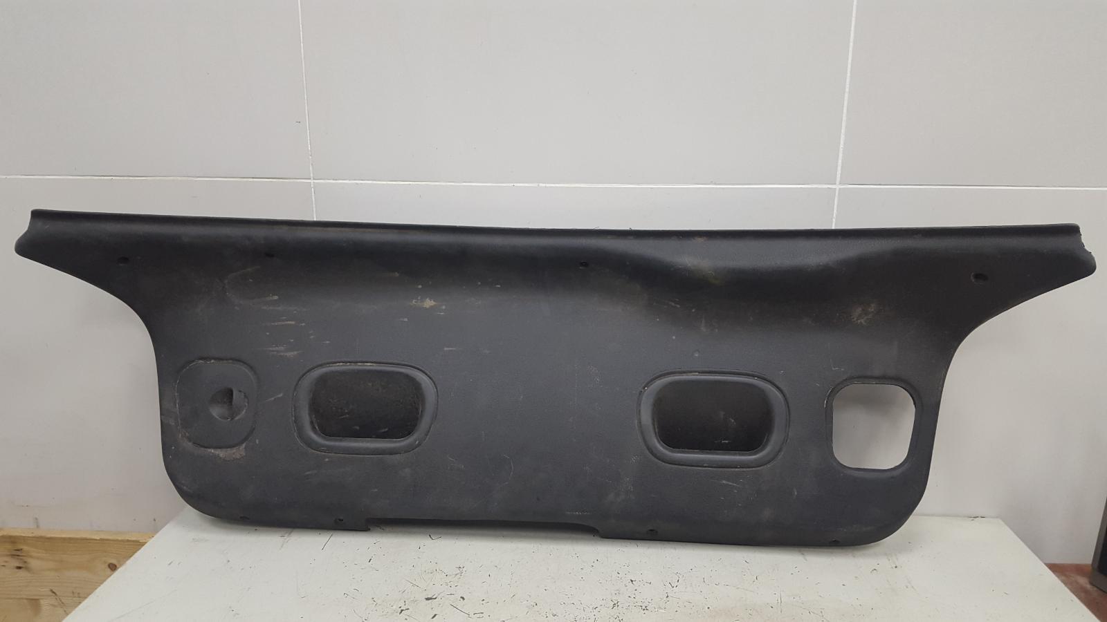 Накладка крышки багажника Ford Escort 4 1.3Л 1983